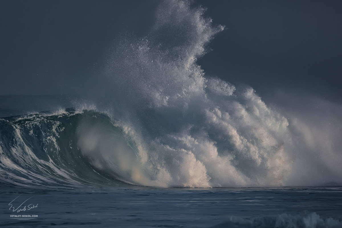 Big ocean wave. Shorebreak at Hawaii. North shore, Waimwa bay