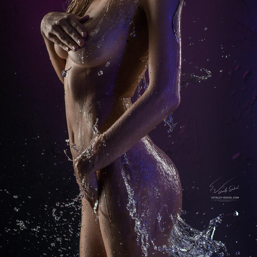 Обнажённая мокрая девушка / Beautiful Wet female body