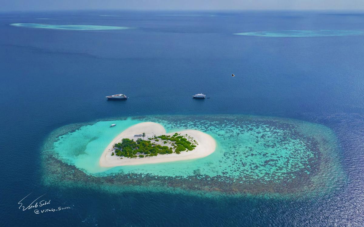 Maldives heart shaped island / Остров в виде сердца на Мальдивах