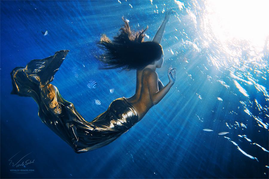 Подводная эротика в бассейне