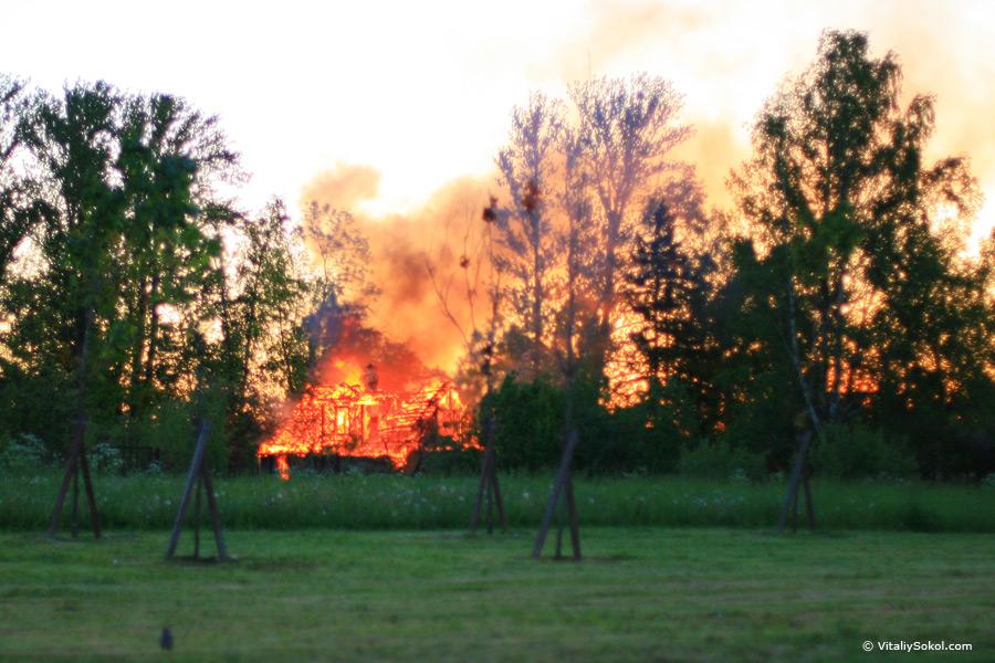 пожар возле Константиновского дворца