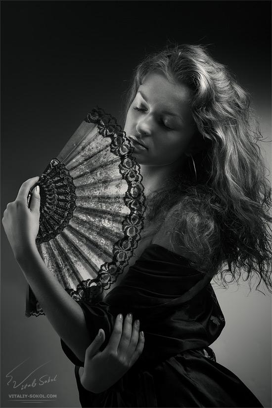 Девушка с веером. Модель Людмила Шульга. Фотограф Виталий Сокол