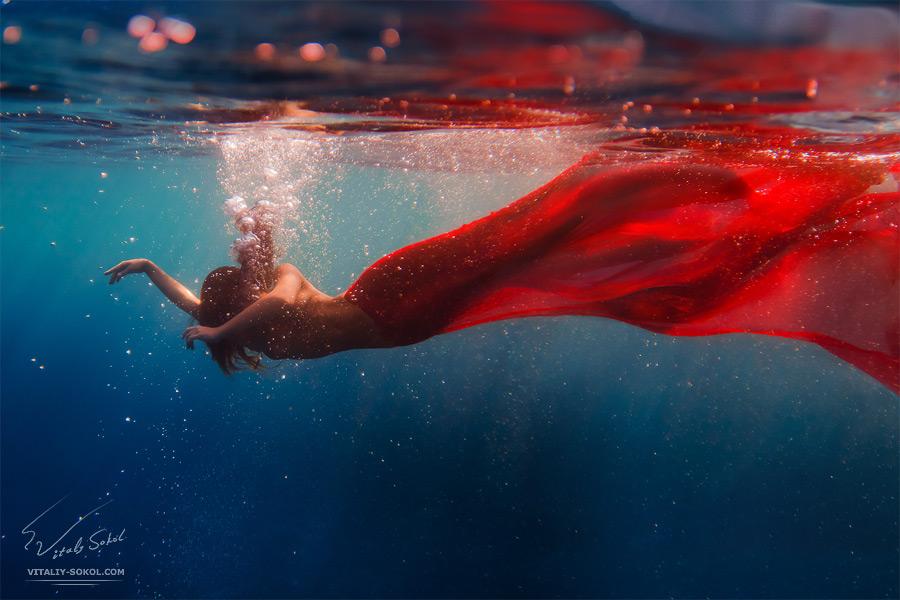 Подводная эротика и ню. Красивые русалки под водой.