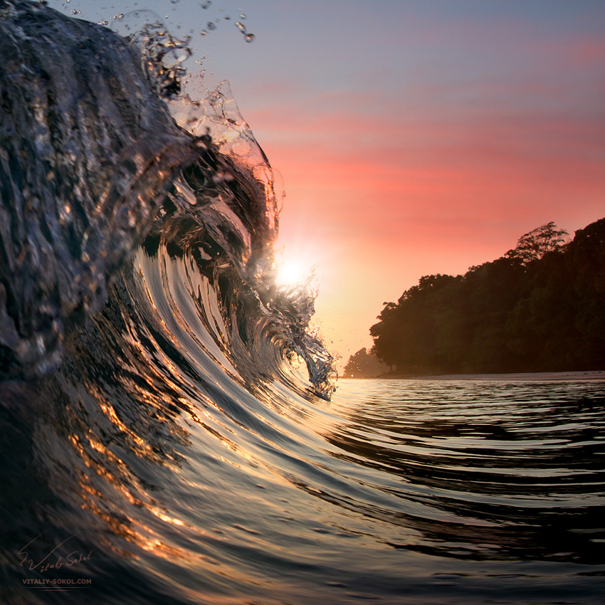 Ocean breaking wave