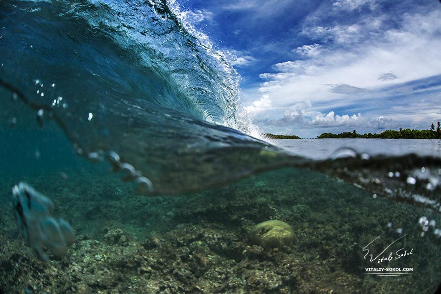 Maldivian life. Ocean wave.