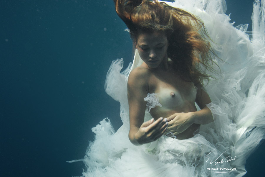 Underwater topless model in white dress. Underwater Nude. Photo by Vitaliy Sokol