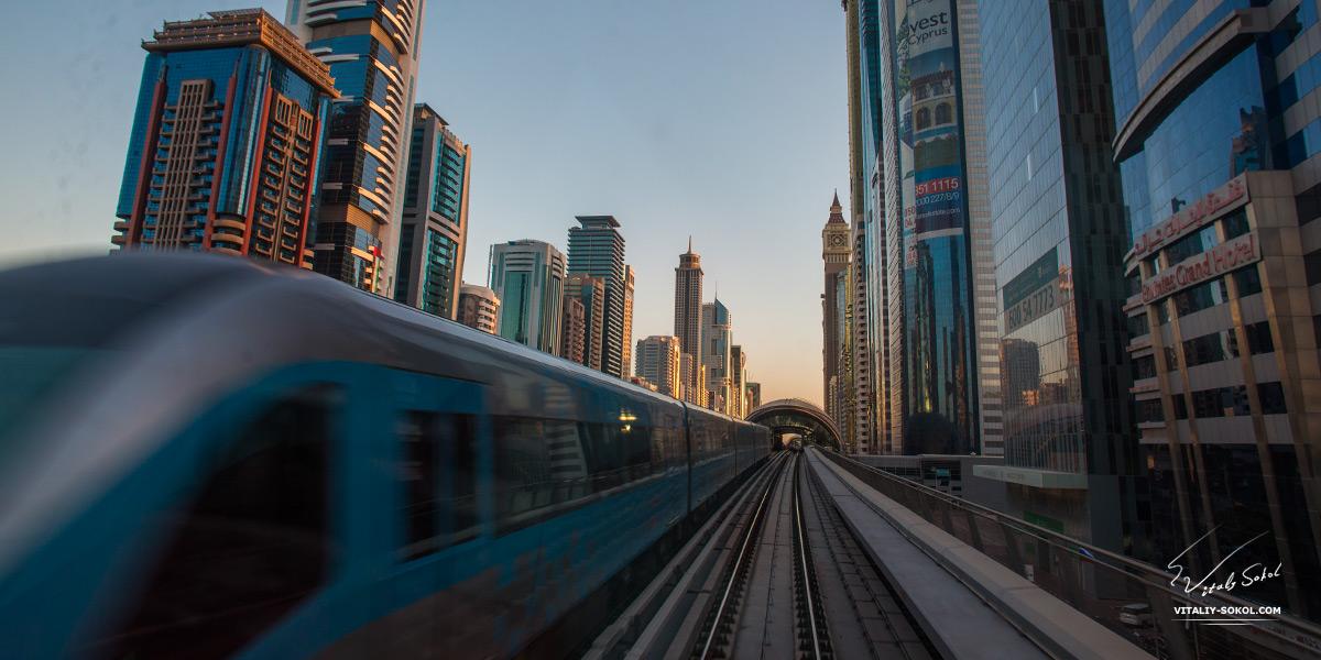 Dubai photos. Sunrise metro view from train