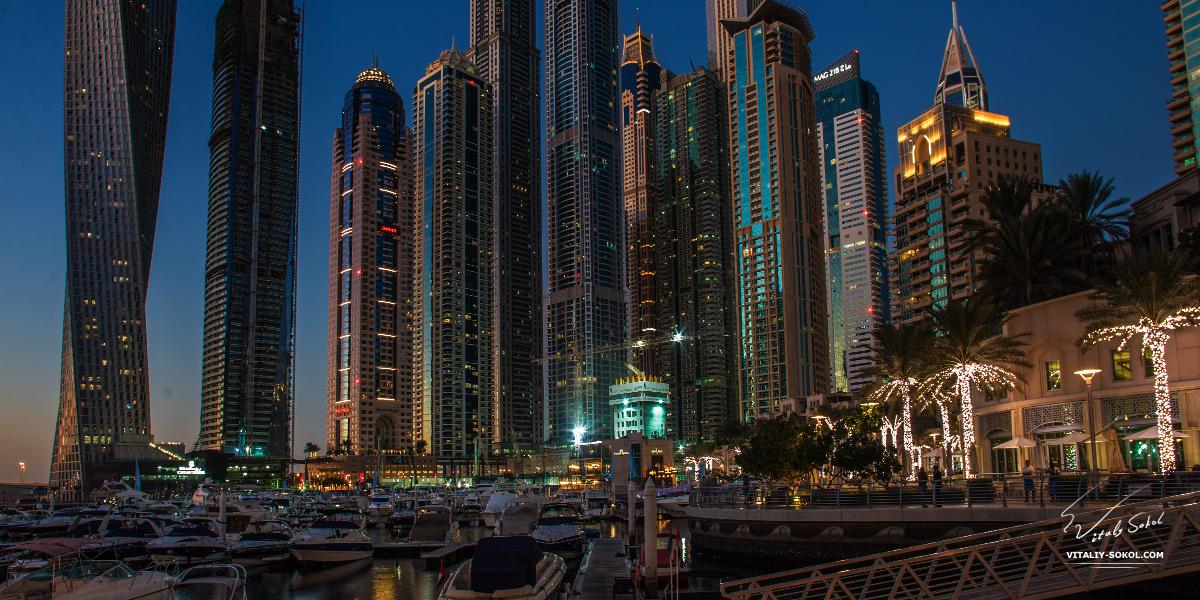 Dubai photos. Night skyscrapers