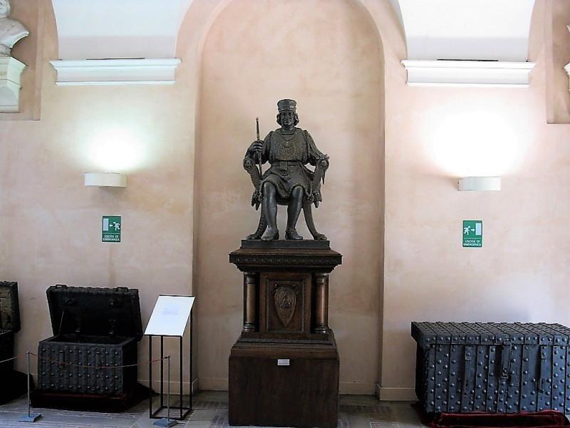 Статуя герцога Борсо д'Эсте в двоце Скифанойя.