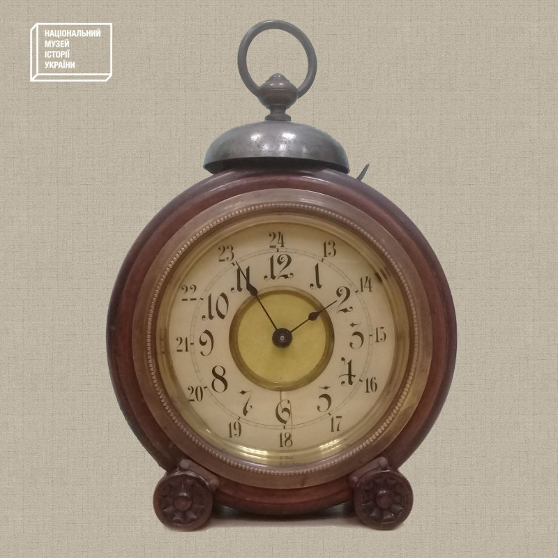 """Часы-будильник """"JUNGHANS». Германия. Начало ХХ в. Из фондов НМИУ."""