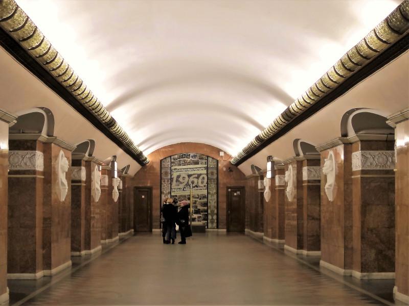 """Станция """"Университет"""" считается самой красивой. 1960 год"""