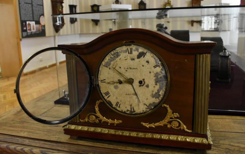 Настольные часы Д.-Г. Дасера (J. D. Daser). Великобритания, первая половина XIX в. Из собрания НМИУ