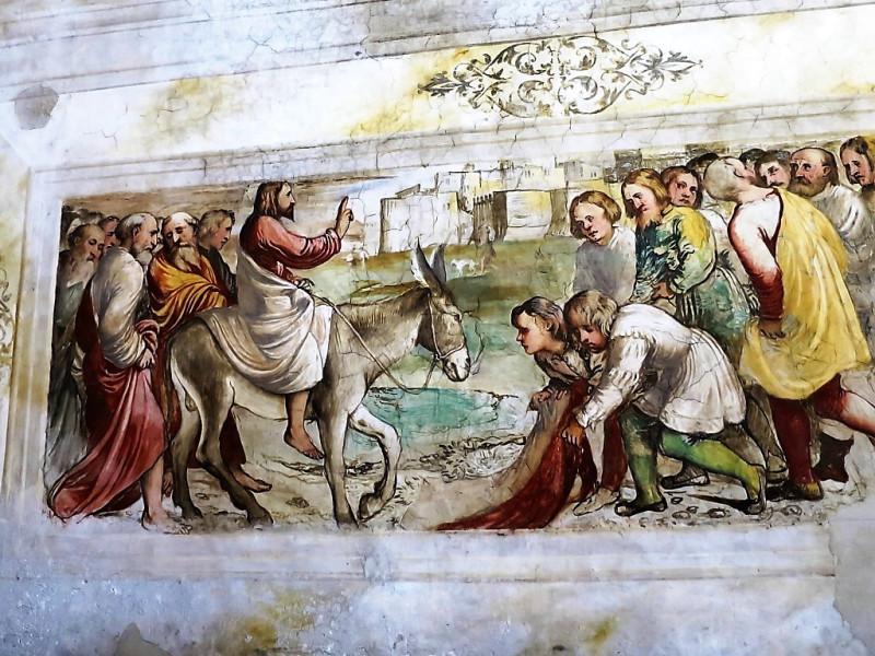Вход Господень в Иерусалим. Фреска Джироламо Романино в церкви Santa Maria della Neve в Пизонье на озере Изео. 1530-е годы. (Фото 2016 год).