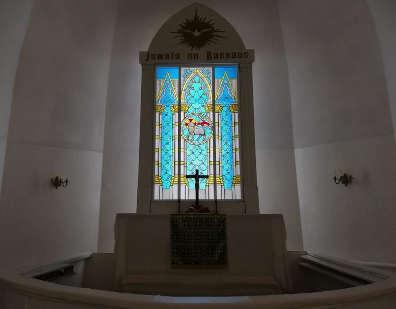 Витражное окно в алтаре лютеранской церкви г. Пушкина. Фото Татьяны Княжицкой, 2019