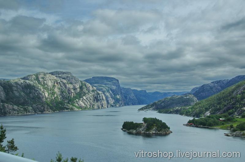 Виды на фьорд под Ставангером. Норвегия.