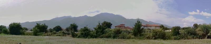 Вид на Олимп со стороны древнего города Диона. Греция. Фото 2018.