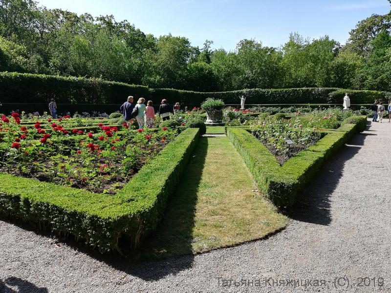Голландский садик на территории парка Соллиденс, остров Эланд, Швеция. Фото 2019