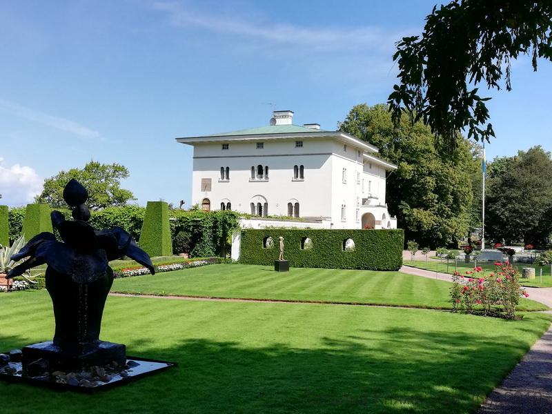 Дворец Sollidens slott - летняя резиденция шведской королевской семьи. Остров Эланд, Швеция. Фото 2019