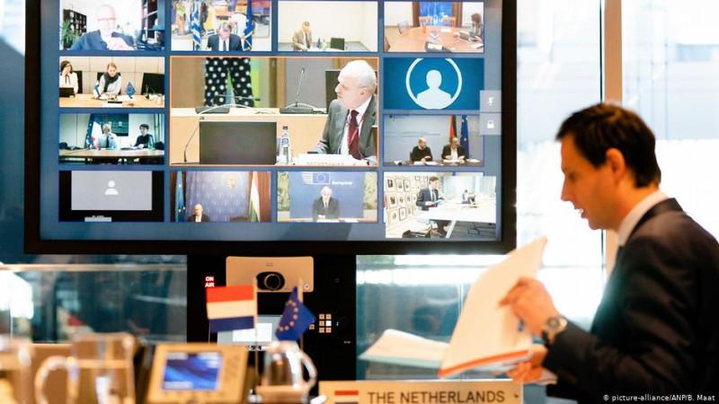 Из-за пандемии коронавируса видеоконференции стали для политиков привычным делом