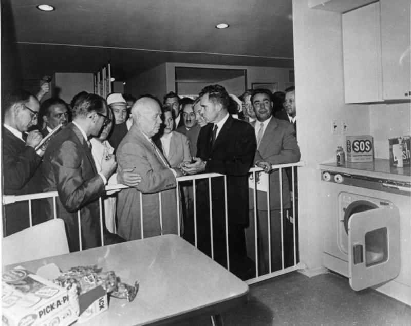 Кухонные дебаты Ричарда Никсона и Никиты Хрущева на выставке в Сокольниках
