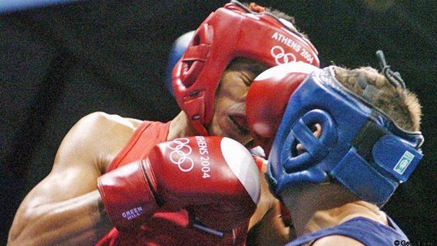 Боксеры в красной форме имеют чуть больше шансов победить