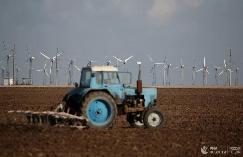 Ветрогенераторы на Мирновской ветроэлектростанции в Крыму. Архивное фото