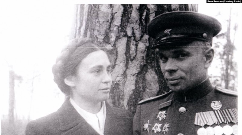 Василий и Елена Величко. 1945 год