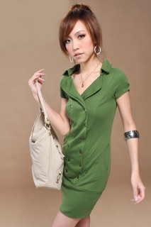 Двубортное трикотажное платье интересного салатово-зеленого оттенка 705acdb4dda