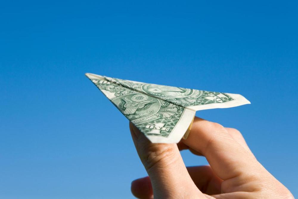Летишь на самолёте? Изволь оплатить сбор!