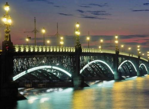 Krizis-na-Ukraine-nanosit-udar-po-turindustrii-Sankt-Peterburga-500x366