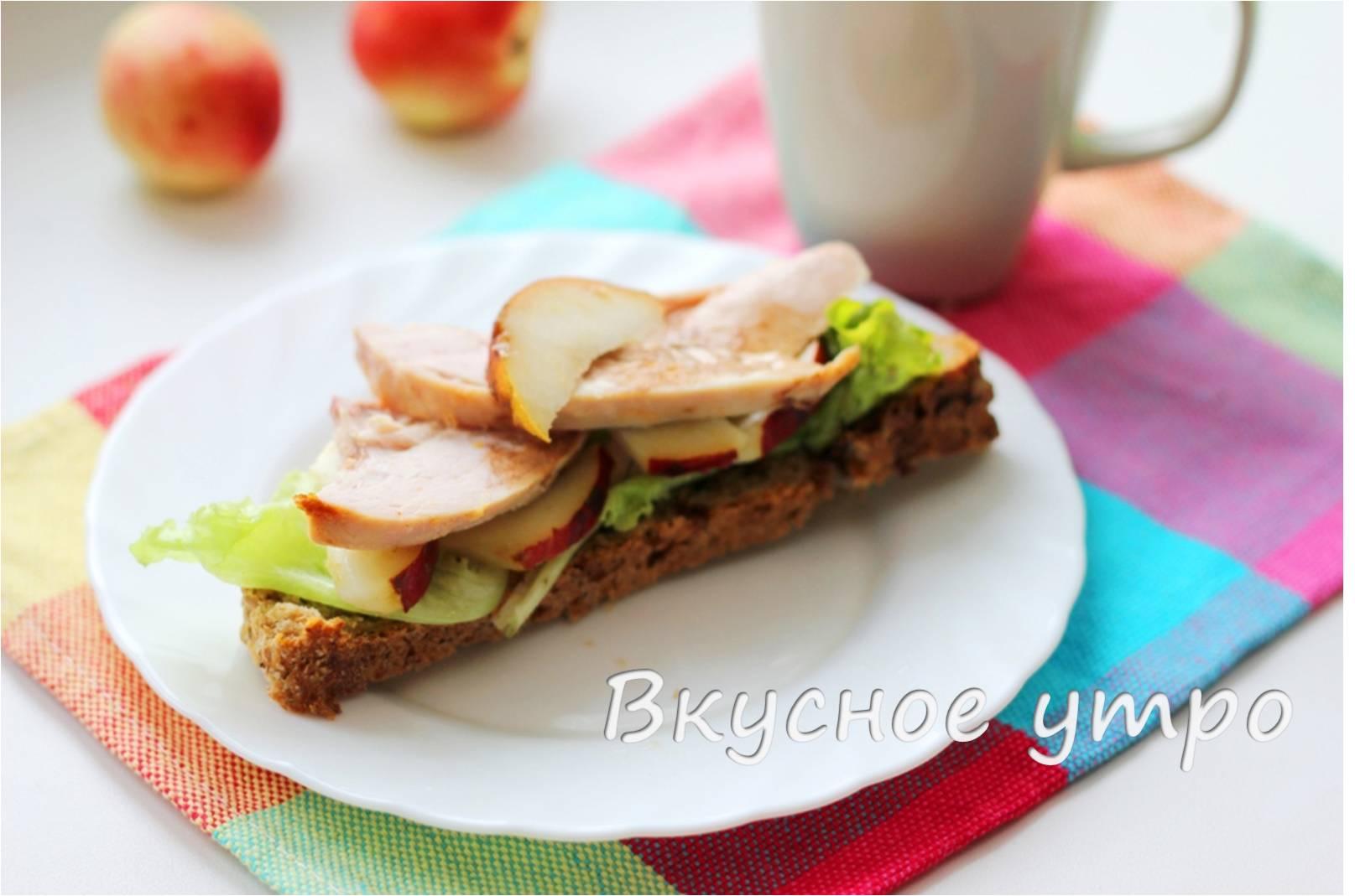 Бутерброд с холодной курятиной и грушей