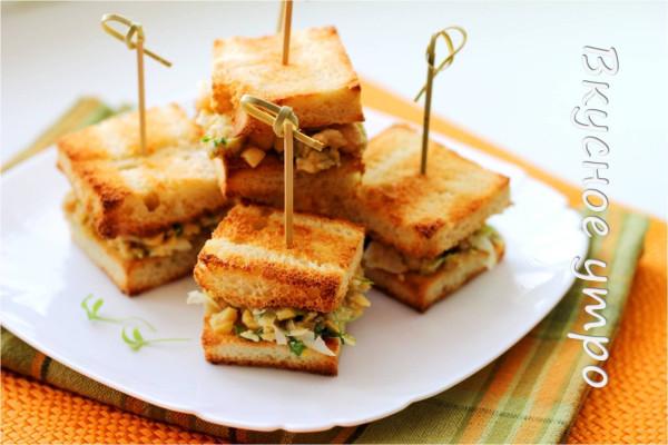 Мини-сэндвичи Весенние с нутом, кресс-салатом и оливками