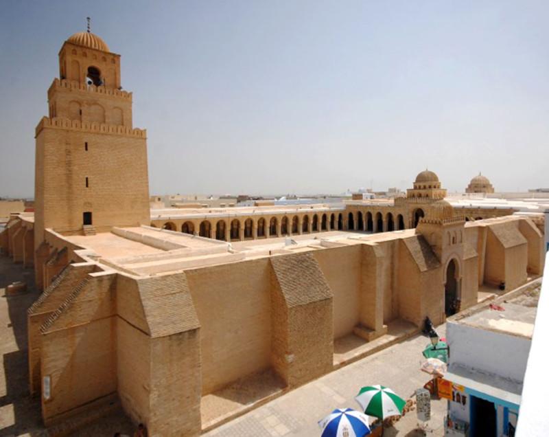 Храм-крепость. Кайруанская мечеть в Тунисе. IX век