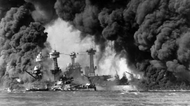 Нападение японцев на Перл-Харбор.