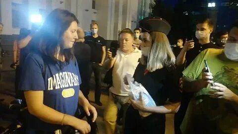 Полиция в Хабаровске раздаёт маски.