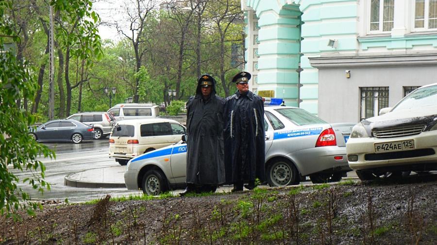 полиционеры