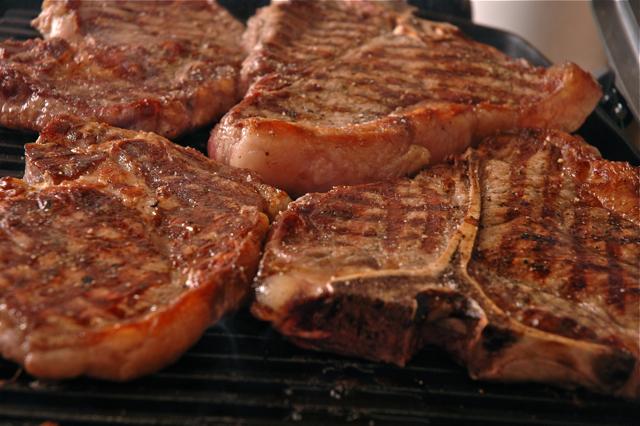 как готовить стейк из говядины на сковороде в домашних условиях
