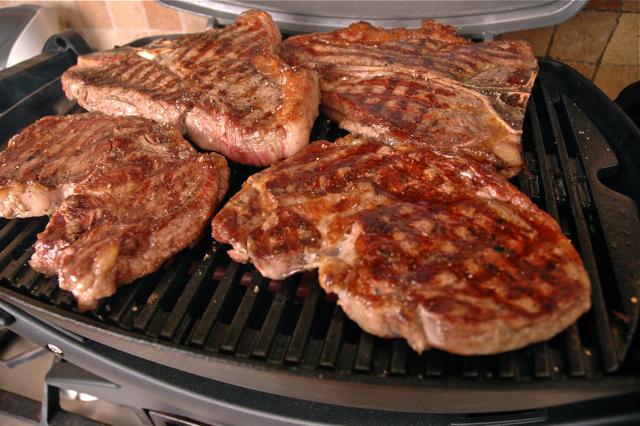 Как приготовить мясо на гриле в домашних
