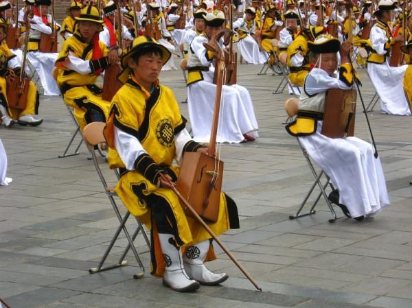 Национальный инструмент - моринхур. От его звука мурашки по телу бегут