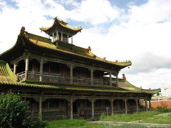 Одно из зданий летнего дворца. Внутри снимать запрещено. Там выставлены разные ритуальные вещи.