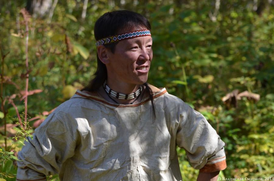 Эвен Егор из Анавгая, тот самый, у которого я спрашивал про медвежим клык на шее.