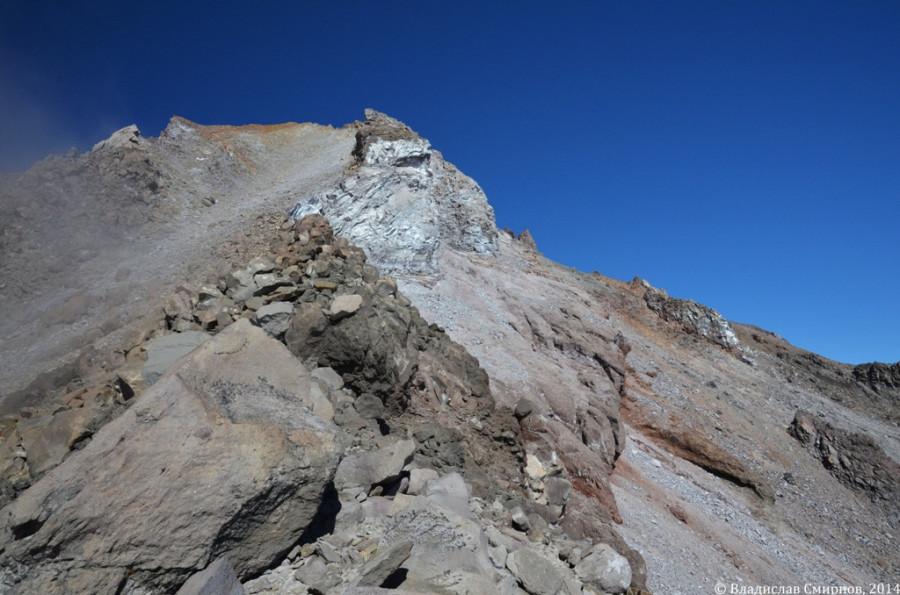 Участок пути с 2900 по 3200 м: очень крутой склон и камни, камни, камни…