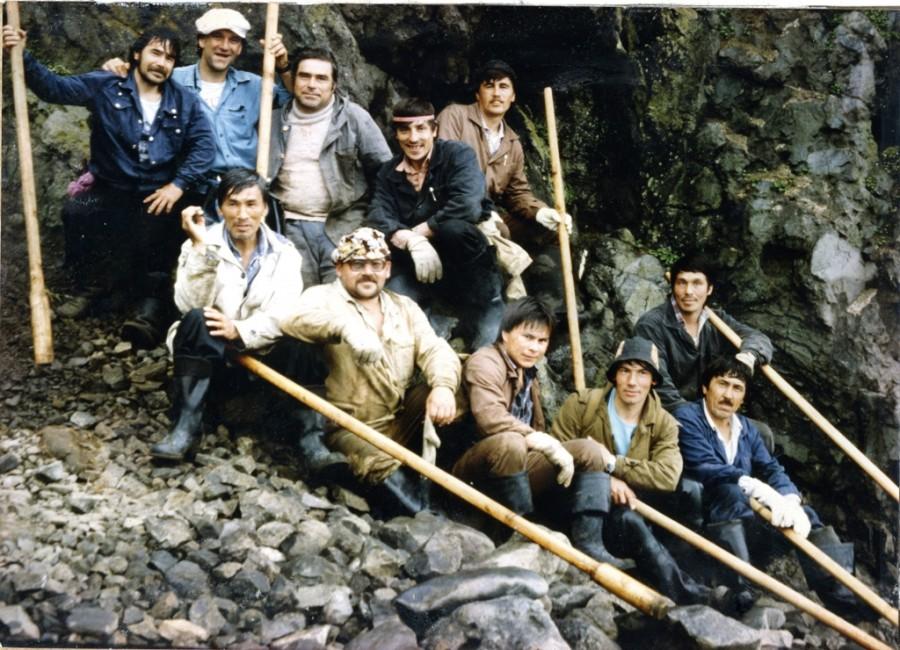 о. Медный, 1991 г., Алеуты-промысловики. Из личного архива М. Тимонькина