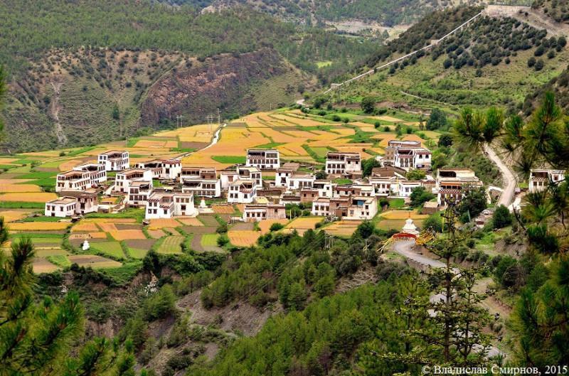 Посёлок по дороге из Даоченга и Сянчен