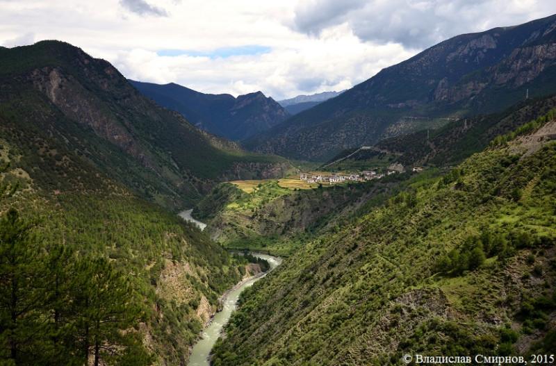 Монастырь между Даоченгом и Янином