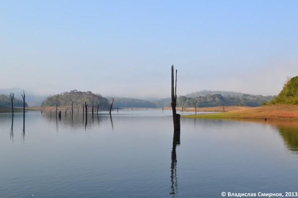 Керала. Озеро в заповеднике Перияр