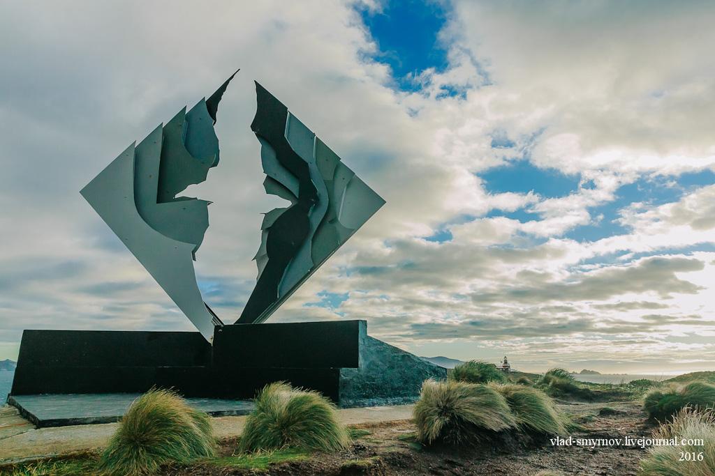 Памятник, скульптура вечно парящего альбатроса