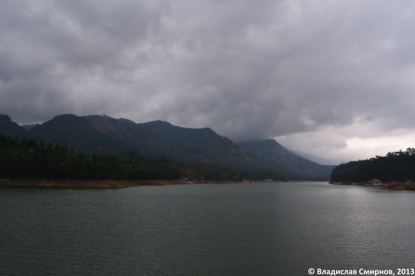 Озеро возле Муннара