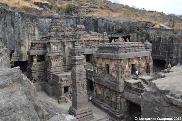 пещерный храм Кайласа