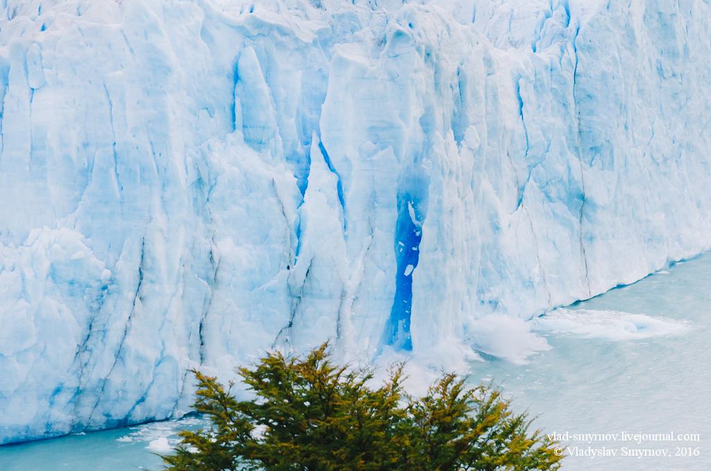 Льдина откалывается от ледника